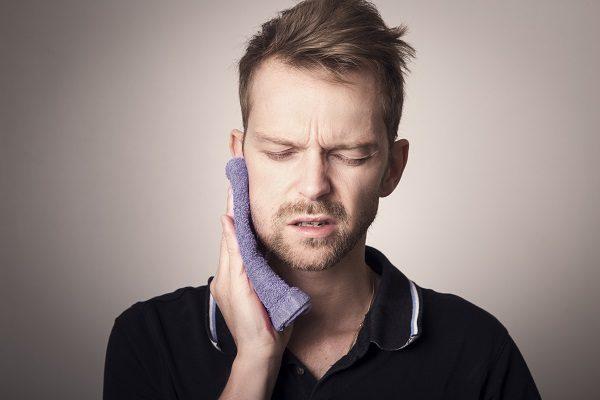 Dấu hiệu và triệu chứng mọc răng khôn