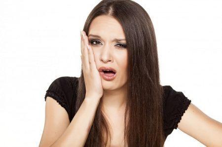 Bị chảy máu chân răng phải làm sao?