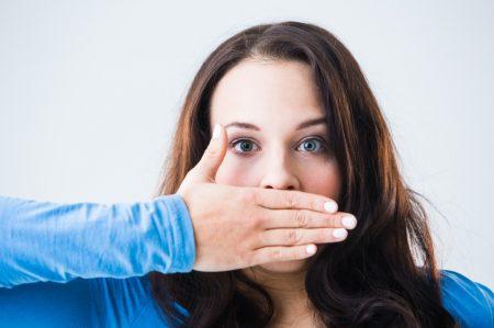 Chảy máu chân răng có gây hôi miệng không?