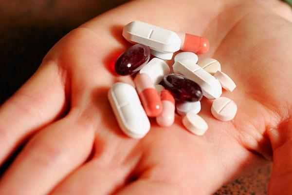 uống thuốc giảm đau răng khôn