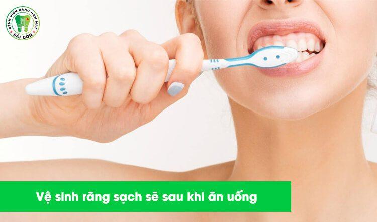 vệ sinh răng sau tẩy trắng