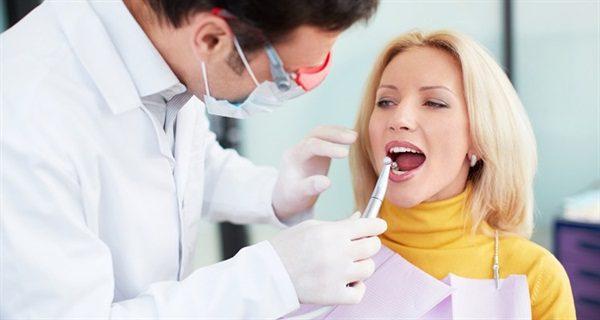 Phụ nữ mang thai có nên cạo vôi răng không?