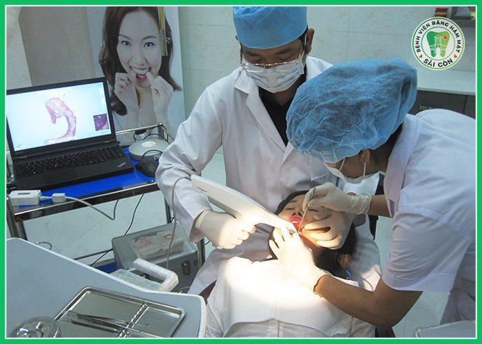 răng sứ bị lung lay phải làm sao