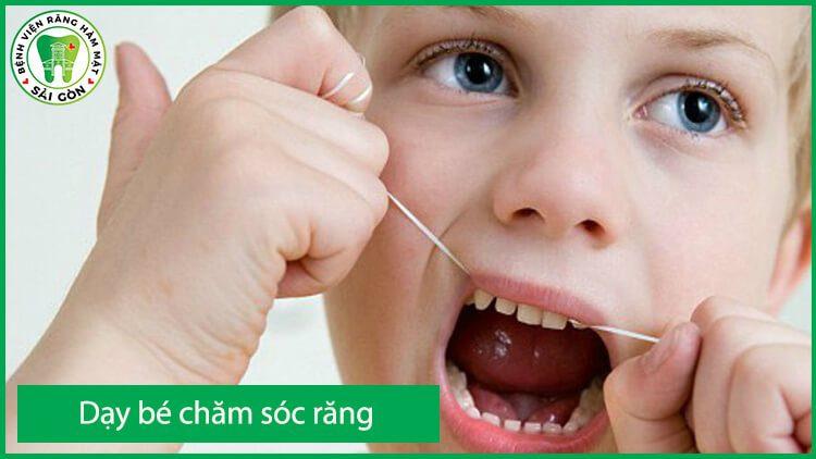 hướng dẫn trẻ chăm sóc răng miệng