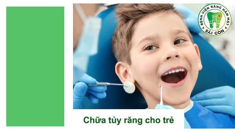 đưa trẻ nhỏ đi khám răng